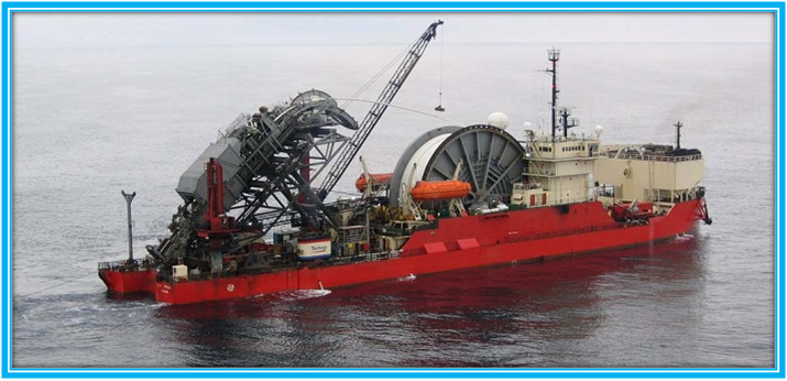 Pipelaying vessel